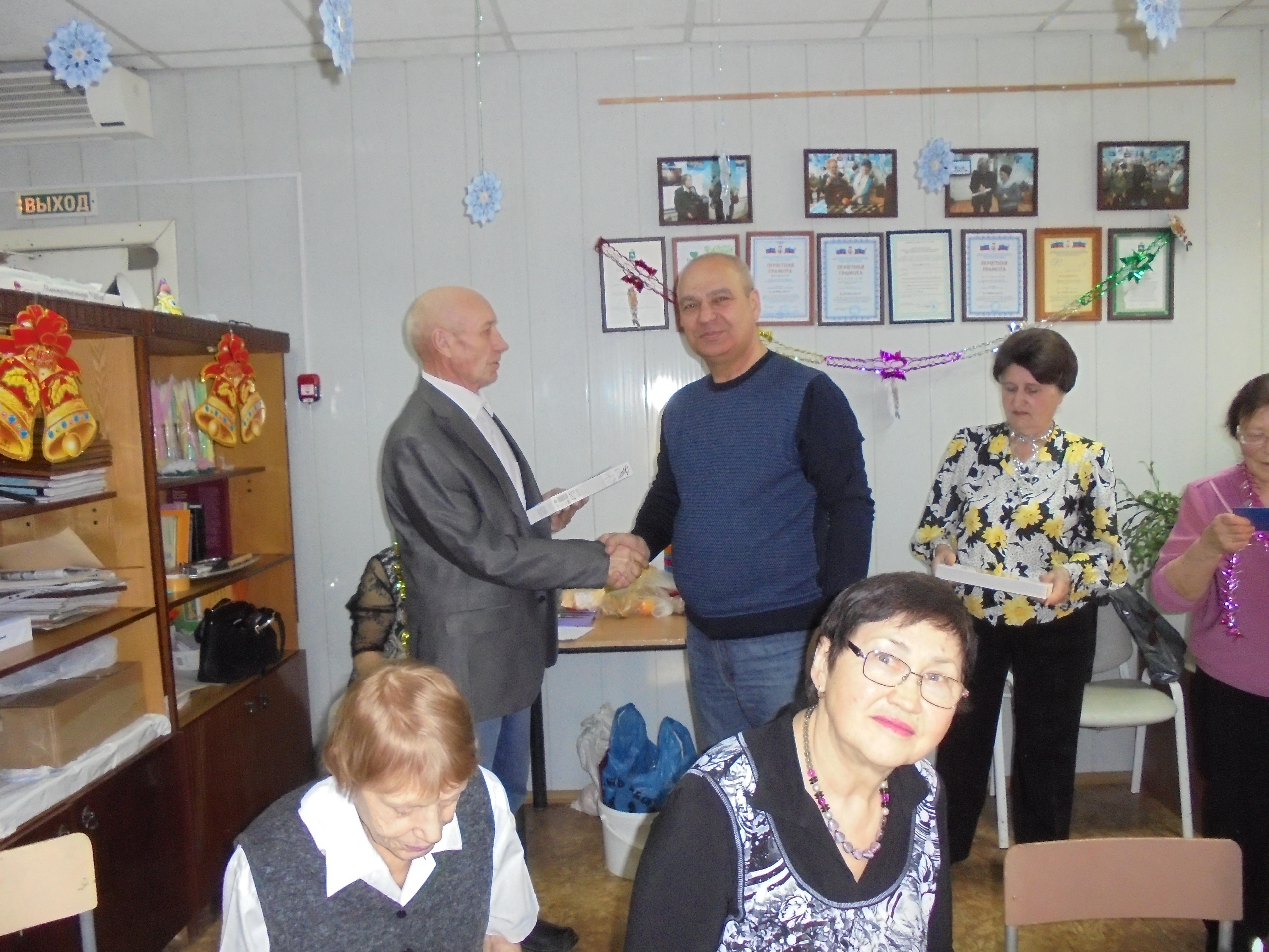 Поздравление юбиляров микрорайонов «АРЗ» и «Каштак-5».